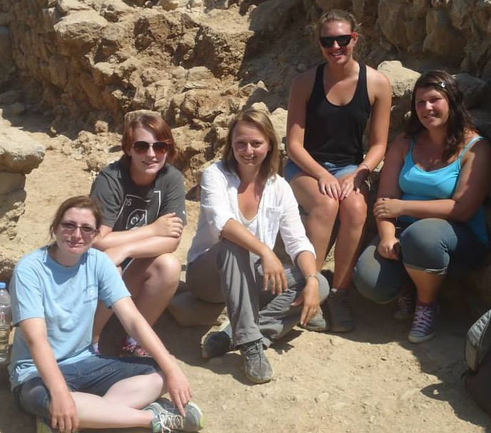 Trenchmaster Cicek Beeby (center) with her team of student assistants of trench B4000, (l-r) Victoria Wilson, Emma Miller, Kristine Mallinson, and Cassy Dalrymple. | Photo by Emma Miller